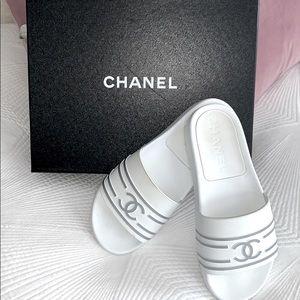 Chanel robber CC logo slides 37